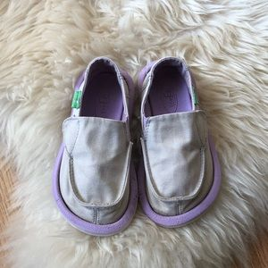 Toddler sanuk light grey purple shoes
